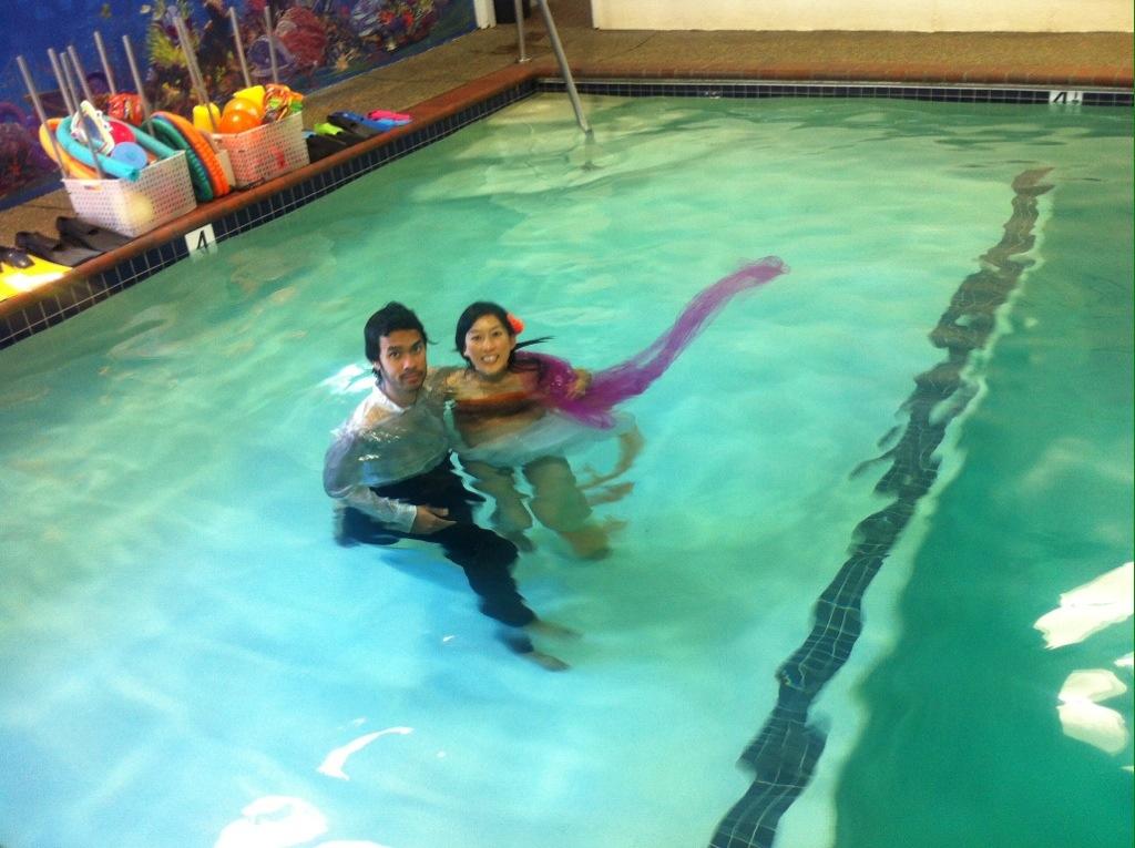 underwater maternity portrait photography